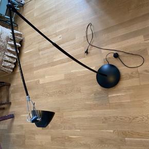 Hejsa   Sælger lampe mangler en skure  Fra et røgfrit hjem  Bud modtages (Fragt med for DAO)  Vh Nikolai