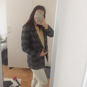 H&M ternet frakke/jakke i str 36.  Husk ved køb inden Torsdag d. 4/7 da fratrækkes der 20%