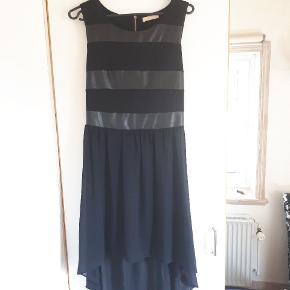 Kjolen er kun brugt et par gange. Mærke Miliana.