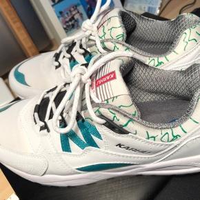KARHU FUSION 2.0 WHITE/ULTRA MARINE GREEN.  Brugte 1 gang, de er dog lidt for små. Og nåede ikke ar få dem bytter. Super fed sko!