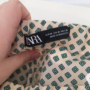 Zara bukser 💛 Helt nye, brugt en gang. Sælges da de er en smule korte til mig (jeg er 1.75) Byd gerne