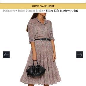 Den fineste nederdel i sart rosa med fint mønster. Har kun prøvet den på så helt ny. Der er elastik hele vejen rundt i taljen. Normal str 40. Ny pris er 2199,- køber betaler  fragten. Se venligst mine andre annoncer💐
