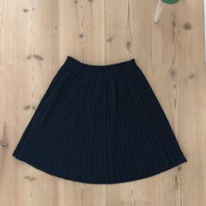 Sød plisseret nederdel.