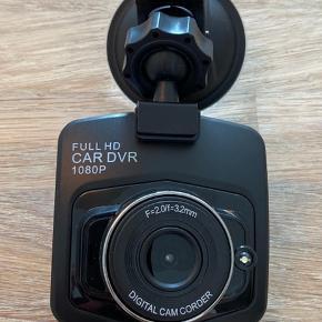 Dashcam til bilen der optager i 1080P.  Har været sat op og tager ned igen da jeg har fået ny bil.  Virker upåklageligt og har ingen ridser eller fejl. Sælges udelukkende grundet manglende brug.