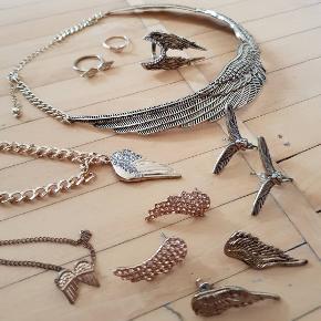 """Forskellige """"guld"""" smykker. Englevinger øreringe, ringe og halskæder. Alt sælges samlet."""
