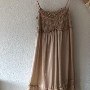 By Ti Mo kjole