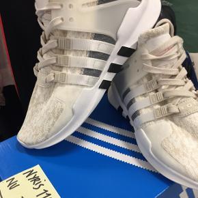 Adidas Equipment Support Adv i str. 40 2/3. Passer også 39,5. Aldrig brugt, da de desværre er købt for store. Nypris 1.100kr. Jeg tænker en pris på ca. 700kr. Om jeg kan sende eller ej varierer lidt, men spørg endelig :)