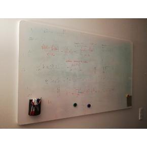 WHITEBOARD/MAGNETTAVLE from Ikea. 140x90cm. VEMUND (new price = 500dkk)