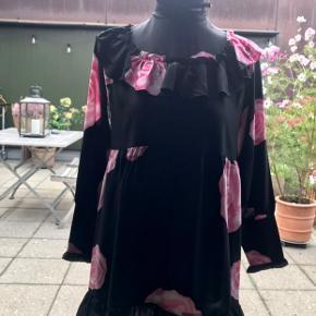 Fin feminin Ganni kjole.