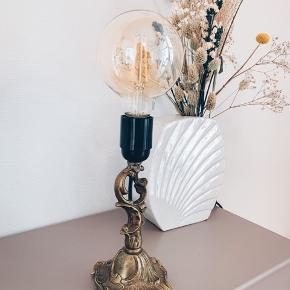 L A M P E 🖤  Fineste messing lampe 〰️ med ny sort ledning, stik og afbryder 🌿 375,- ex pære // tilkøbes for 80,-  Sender gerne 📦