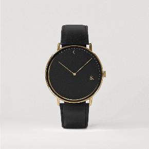 Sælger dette stilede og lækre ur fra det populære svenske brand Sandell. Det er aldrig brugt og ligger stadig i æsken.  byd!