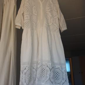 Romantisk kjole velegnet til konfirmation men kan også bare bruges til sommer