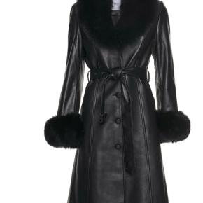 Nobel Copenhagen. Skindfrakke i sort. Str S. Aldrig brugt. Np 6000kr. Mp 4500kr.