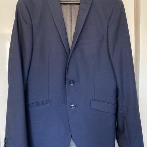 Flot habit jakke, den er brugt 5 gange, aldrig vasket. Er som ny.  Mål: Skulder: 40 cm Ærmegab til ærmegab: 50 cm