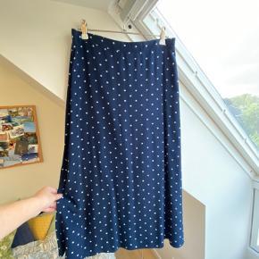 Super sød nederdel fra Envii med lynlås i siden🌺