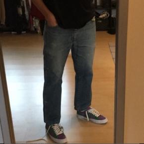 Vintage Wrangler bukser  Lækre cropped Wrangler jeans  Str. W33 L28  Fragt er 39kr og køberen betaler. prisen er fast og returnerer ikke