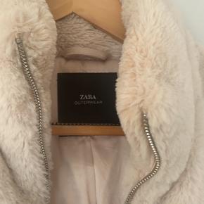 Faux fur / fake fur fra Zara.