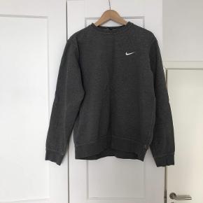 Nike trøje med logo.