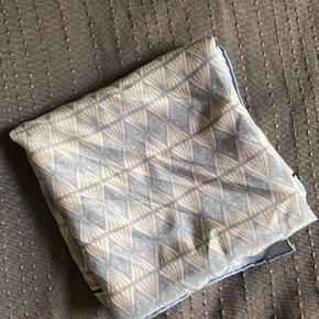 Lille silketørklæde fra becksøndergaard. Brugt få gange.