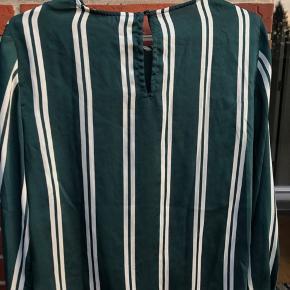Sød grøn hverdags bluse med knudesamling  📌Røgfrit hjem