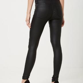 Sælger disse look a like læder bukser fra vero moda. Den er i str L/30