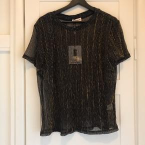 Ny bluse fra custommade Stadig med prismærke