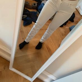 Hvide bukser fra Lee, ikke brugt. Byd gerne