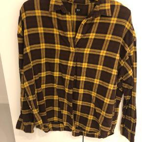 Lækker og blød skjorte tunika. Brun/gul bomulds kvalitet.   * Se gerne mine andre annoncer, så kan jeg både sende samlet og spare fragt samt finde en god samlet pris.*  Søgeord: isabel markant, skovmandsskjorte, bomuld, blød kvalitet