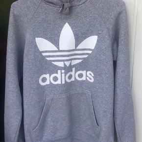Sælger min Adidas hoodie i grå, næsten som ny!  Mp: 189,- Fitter: 170-180