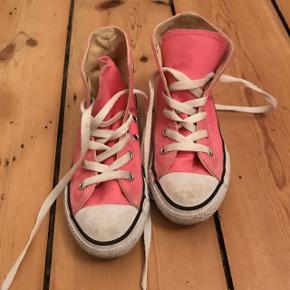 Seje lyserøde Coverse sneakers i str 31, brugt få gange.