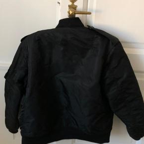 Sælger Saint Laurent bomber jakke. Købt for 2 år og stadig i god stand