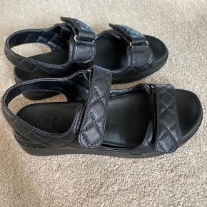 Call it Spring sandaler