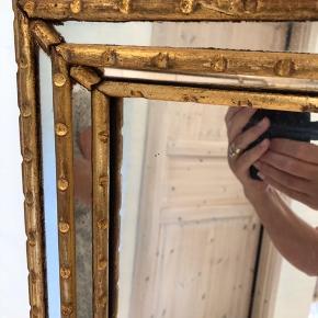 Her sælges det mest fantastiske og smukkeste spejl. Det er så unikt og med flotte detaljer. Fra 40'erne og i meget flot stand. Endda med original bagbeklædning.  Mål 60x150cm Byd gerne