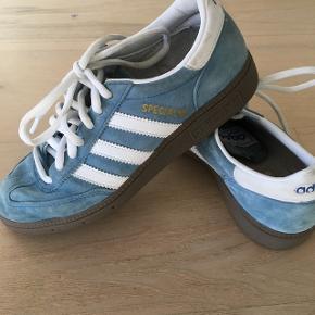 Handball Special sko str 36 sælges.Kun brugt 1/2 år til indendørs idræt. 100 kr. Skal afhentes i Give