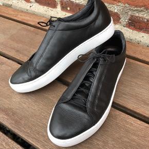 Elegante sneakers i sort skind fra Vagabond, brugt få gange, står som nye, nypris 800