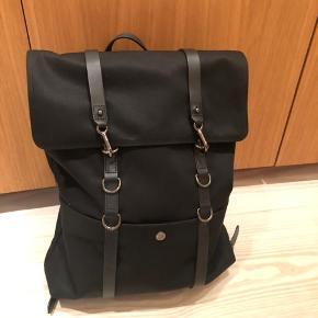Brugt i én weekend. God som ny. Tasken er fra Mismo og er både smuk og praktisk med mange rum.