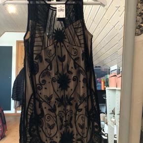 Smuk kjole. Kom gerne med et bud:)  Ps. Køber betaler fragt.