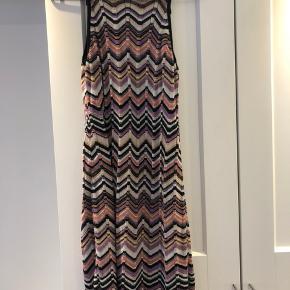Lækker kvalitets kjole fra det luksuriøse mærke Missoni (lindex)  Strik  90cm lang  Prisen er fast