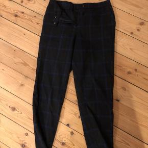 Habit-agtige bukser fra mærket FRNCH  Sendes med DAO eller hentes i København NV/mødes et sted i København
