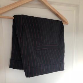 Yderst fine shorts fra designer Henrik Vibskov. Er gået meget lidt med og er i super stand.