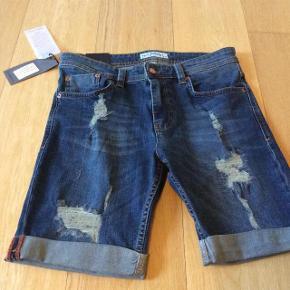 """Varetype: Shorts NYE Størrelse: 32"""" Farve: Se billeder Oprindelig købspris: 500 kr.  Lækre shorts.  Str 32"""""""