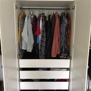 Flot IKEA klædeskab købt i februar 2019.