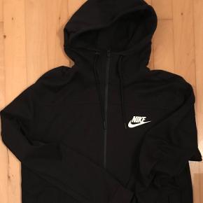 Nike zip hoodie Størrelse: Medium  Byd  Helst meetup  Skriv pb for bedre og flere billeder