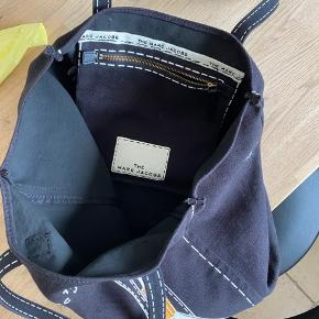 Sort Marc Jacobs net/taske. Købt på mytheresa har stadig kvittering.  Brugt meget få gange.