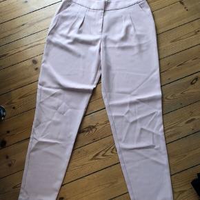 Brugt 2 gange. Fine rosa bukser str m.