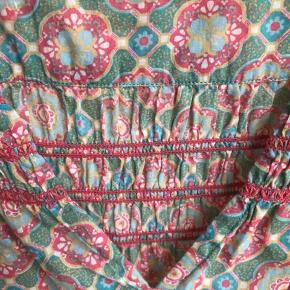 Dejlig bluse i lækker vanlig Odd Molly- stil (str 3). Fejlkøb, så aldrig brugt. Brystmål 50 cm og længde 63 cm.