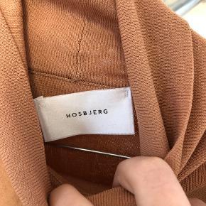 Lækker hosbjerg trøje, brugt 1 gang💕mærket er gået op i den ene side, se 2. slide🌞  Køber betaler porto