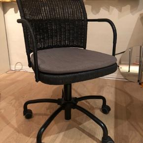 Flot kontorstol fra IKEA. Sælges grundet flytning.