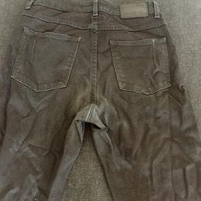 Lækre Jeans fra Won hundred. Der er er hul på venste lår bagpå- derfor den meget billige pris