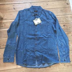 Helt ny Levi's cowboy-skjorte i str. Small. Fejlkøb. Ny pris: 800 kr.